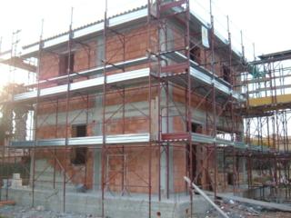 Costruzione villa - Completamento tamponamenti in laterizio porizzato