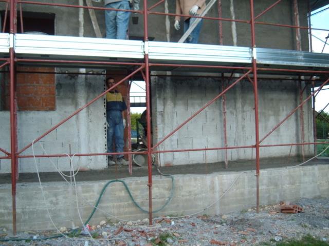 costruzione villa - Preparazione facciata per colorazione esterna