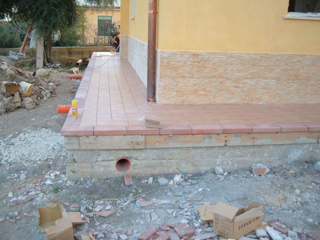 costruzione villa - pavimentazione marciapiedi